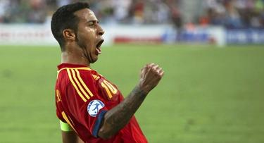 Thiago celebra uno de sus tres goles a Italia en la final. | EFE