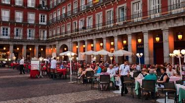 Restaurante en la Plaza Mayor de Madrid | Corbis