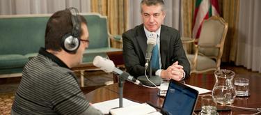 Iñigo Urkullu, en la entrevista con Onda Vasca. | Irekia