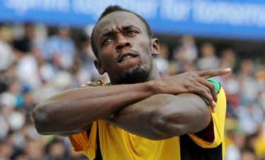Usain Bolt, tras ganar su serie de los 200 metros en los Mundiales de Daegu.   EFE