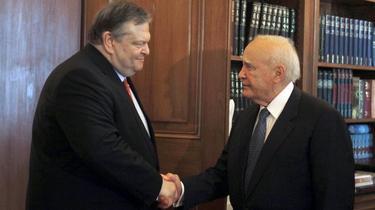 El líder del PASOK con el candidato de Izquierda Democrática | Efe