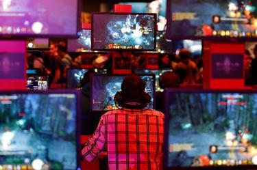 Probando juegos en la feria Gamescon en Colonia, Alemania, a finales de agosto de 2013. | Cordon Press