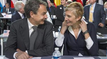 Zapatero y su mujer ayer en París | EFE