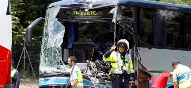 Estado en que ha quedado uno de los dos autobuses | EFE