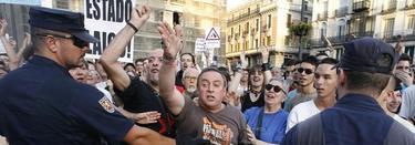 Algunos de los participantes en la marcha antipapa   EFE