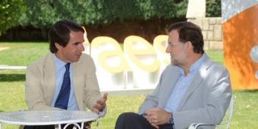 José María Aznar y Mariano Rajoy conversan antes de su intervención en el Campus FAES | FAES