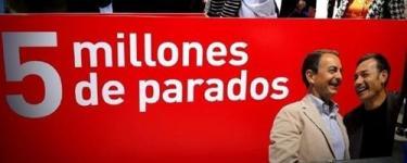 Uno de los carteles. | @luciafigar