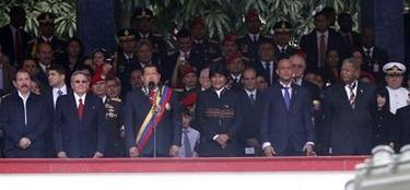 Chávez celebra su fracasado golpe junto a sus amigos. | EFE