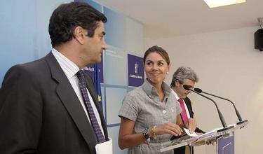 María Dolores de Cospedal, junto al consejero de Sanidad, José Ignacio Echániz (i), y el portavoz del Ejecutivo autonómico, Leandro Esteban. | EFE