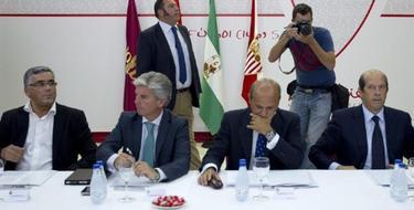 Joan Collet, consejero delegado del Espanyol; Miguel Guillen, Presidente del Real Betis; el del Sevilla, José María del Nido, y Manuel Llorente.