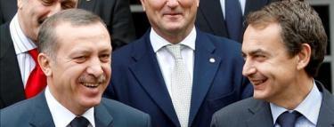 Erdogan junto a Zapatero en una cumbre | Archivo