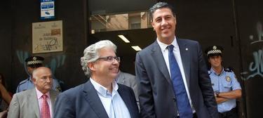 El alcalde de Badalona, Xavier Garcia Abiol acompañado del secretario general del PPC, Jordi Cornet  | EFE
