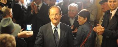 Hollande, antes de votar en la segunda y definitiva ronda de las primarias del Partido Socialista francés. | Efe