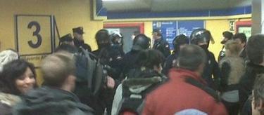 Actuación policial contra los indignados | Cristina Lozano / EP