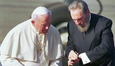 Juan Pablo II viajó a Cuba en 1998.