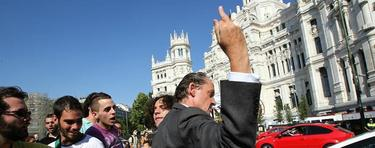 Elocuente gesto de un ciudadano ante los indignados. | EFE