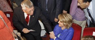 Pedro Castro saluda a Esperanza Aguirre | Comunidad de Madrid