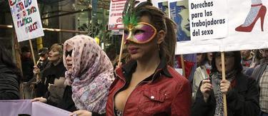 Las prostitutas de Madrid se han manifestado desde Gran Vía a la Puerta del Sol.   Efe