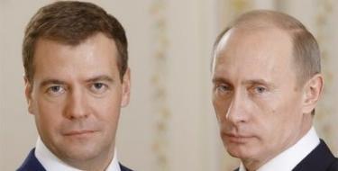 Dmitri Medvédev, junto a Vladimir Putin