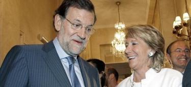 Aguirre, junto a Rajoy, este viernes | EFE