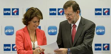 Yolanda Barcina y Mariano Rajoy firman el acuerdo. | PP