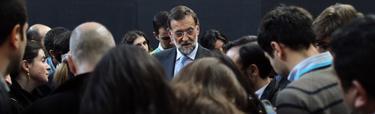 Rajoy en su encuentro con los periodistas.   Diego Crespo