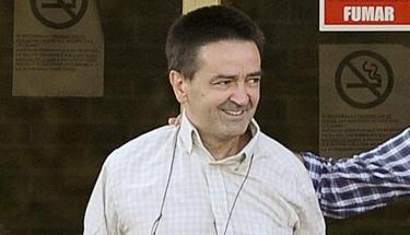 Iñaki de Rentería sonríe a la salida de prisión. | EFE