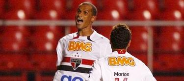 Rivaldo (de frente) celebra un gol con el Sao Paulo. | Archivo