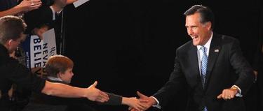Romney saluda a sus seguidores tras ganar en Nevada. | EFE