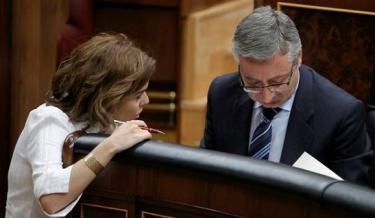 Soraya Sáez de Santamaría y José Blanco en una imagen de archivo | EFE