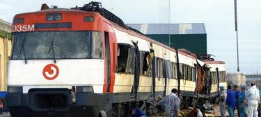 Los coches 4 y 5 del tren de Atocha apartados en Santa Catalina. (Archivo)