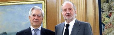 Vargas Llosa con el Rey. | EFE