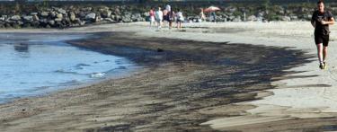 Una de las playas afectadas por el vertido. | EFE