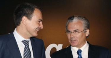 Zapatero sonríe junto a Garzón | Archivo