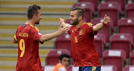 Jesé (d) celebra su gol con Paco Alcácer. | EFE