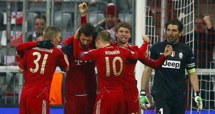 Los jugadores del Bayern celebran el segundo gol, obra de Müller. | Cordon Press