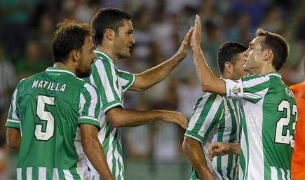 Matilla y Nacho, entre otros, celebran el segundo gol al Jablonec. | EFE