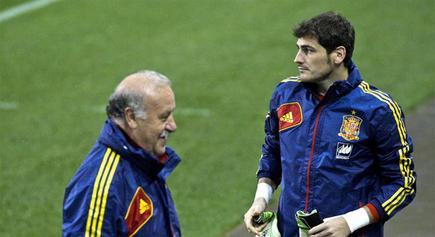Del  Bosque y Casillas, que en principio será suplente, durante un entrenamiento de la selección. | EFE