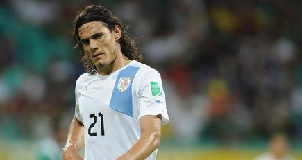 Cavani, durante un partido con la selección uruguaya en la Copa Confederaciones. | EFE