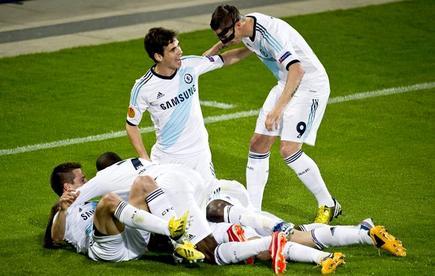 Los jugadores del Chelsea celebran el gol de David Luiz. | EFE