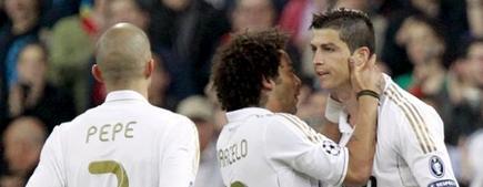 Cristiano (d) celebra su primer gol al CSKA. | EFE
