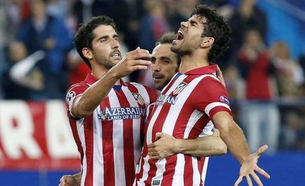 Diego Costa celebra su gol junto a Raúl García (i) y Juanfran.   EFE