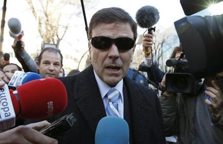 El doctor Eufemiano Fuentesa a su salida del Juzgado número 21 de lo Penal de Madrid. | EFE