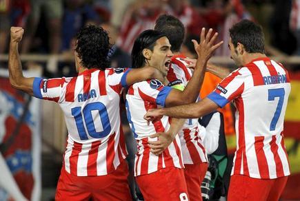 Falcao celebra uno de sus tres goles ante el Athletic. | EFE