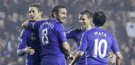 Fernando Torres celebra un gol junto a sus compañeros. | Cordon Press