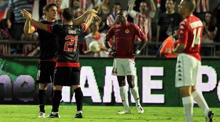 Cebolla Rodríguez celebra el primer tanto del choque.   EFE