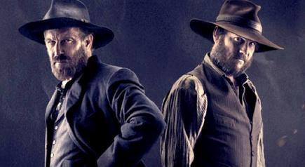 Kevin Costner y Bill Paxton en la miniserie Hatfields & McCoys
