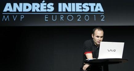 Andrés Iniesta, durante el acto organizado por Gol Televisión. | EFE