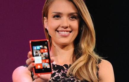 La actriz Jessica Alba participó en la presentación de Windows Phone 8. | EFE
