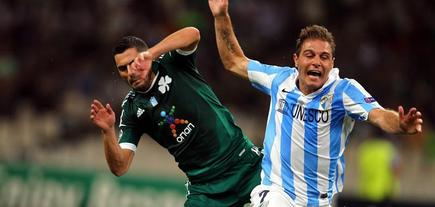 Joaquín pelea en Atenas con Spyropoulos. | EFE